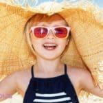 Dlaczego należy chronić dziecko przed promieniowaniem UV? Poznaj 3 podstawowe sposoby profilaktyki słonecznej