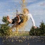 Trampolinowe szaleństwo – jak bezpiecznie korzystać z trampoliny?