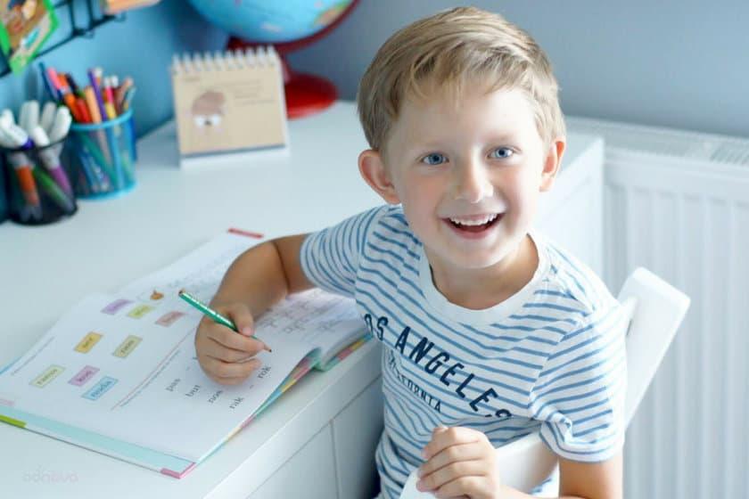 Dlaczego wybór odpowiedniego krzesełka do biurka dla dziecka jest tak ważny?