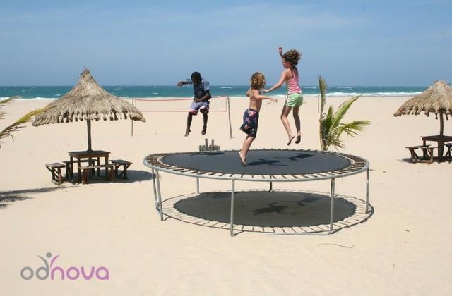 jak bezpiecznie korzystać z trampoliny, trampolina