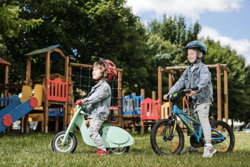 dzieci_na_rowerach